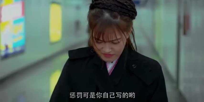 长腿美女接受终极惩罚,地铁站内恶搞路人,一袭汉服惊艳绝伦