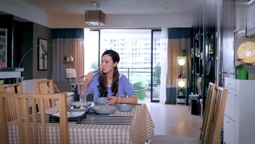 小伙请美女吃散伙饭,下一秒美女看到菜后立马呕吐,结局太逗了!