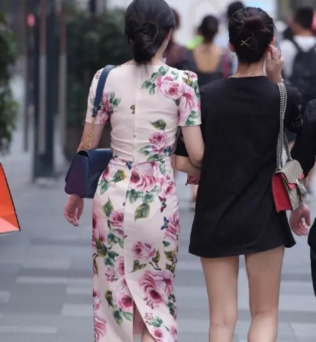 修身印花过膝裙,时尚塑形又显气质,夏日穿搭值得一试