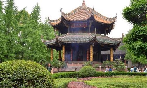 四川的一处宫殿,有千年的历史,景色秀丽就在成都