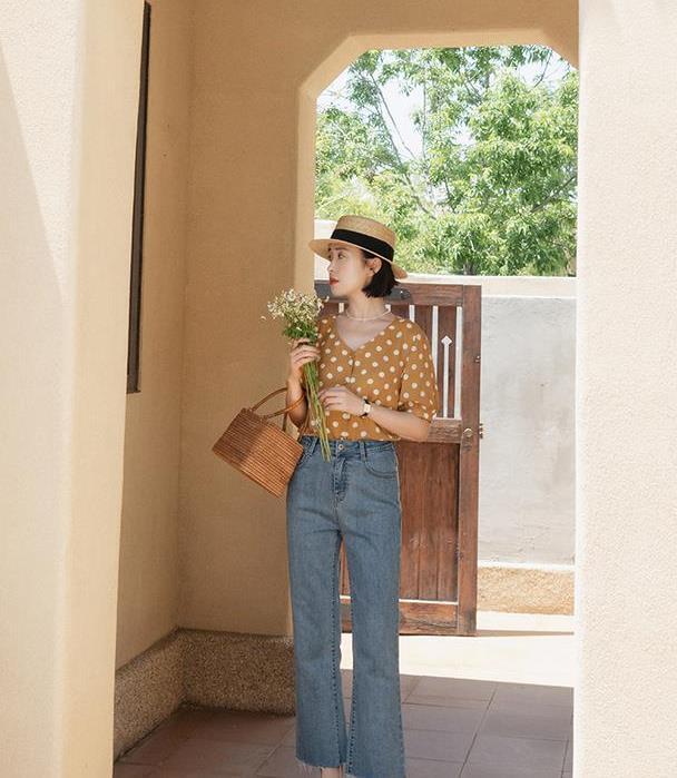 夏季学会基础款穿搭,衬衫搭配牛仔裤简约高级,这样穿甜而不腻