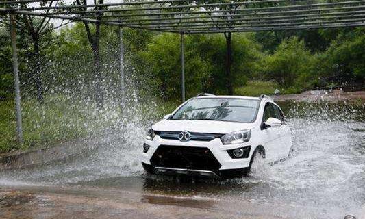 """安徽一场暴雨,新能源汽车反而""""升值"""",车主乐开花"""