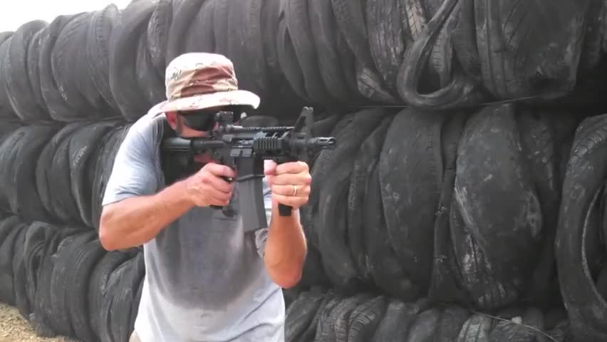 美国DPMS公司制造:M4黑豹卡宾枪,瞧瞧这打出的枪口冲击波!