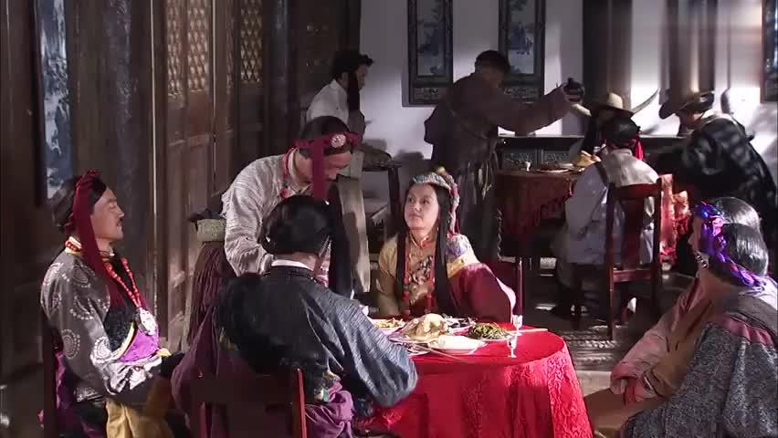 香格里拉:听到父亲给索朗又升职,卓玛在旁边,无奈的冷笑一声!