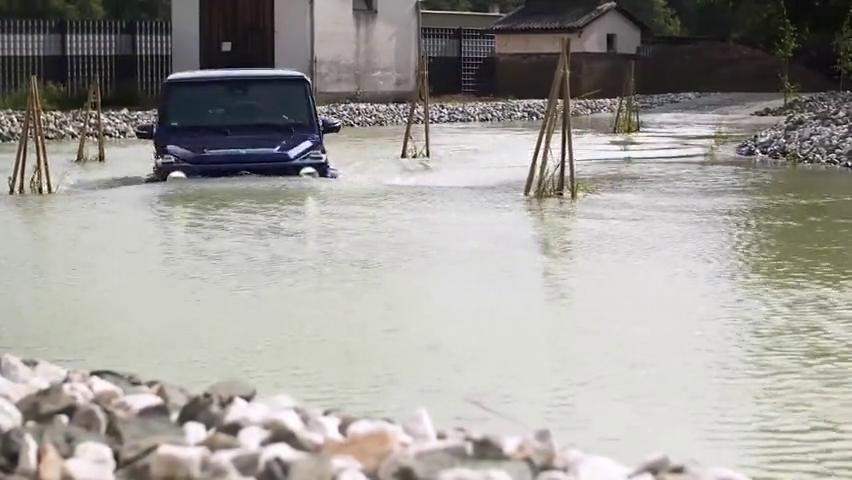 视频:全新奔驰G级G350d实拍,最便宜的G级神车,每个男人的梦想