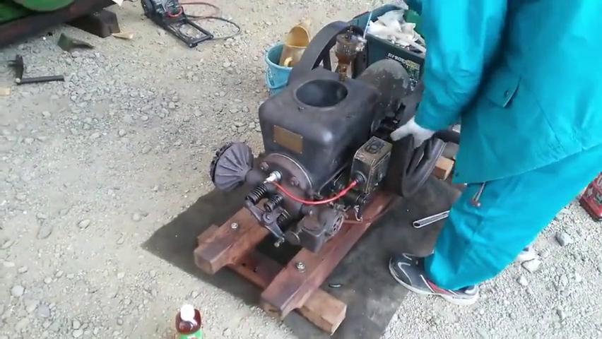 启动一台上世纪初日本生产的柴油机,听听看这声音如何