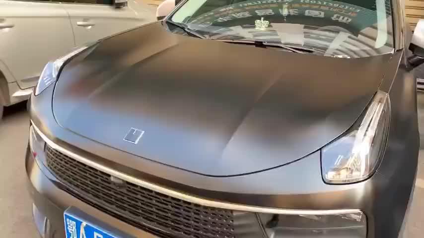 我发现很多人不认识这个车,每次开出去好多人盯着车标看半天!