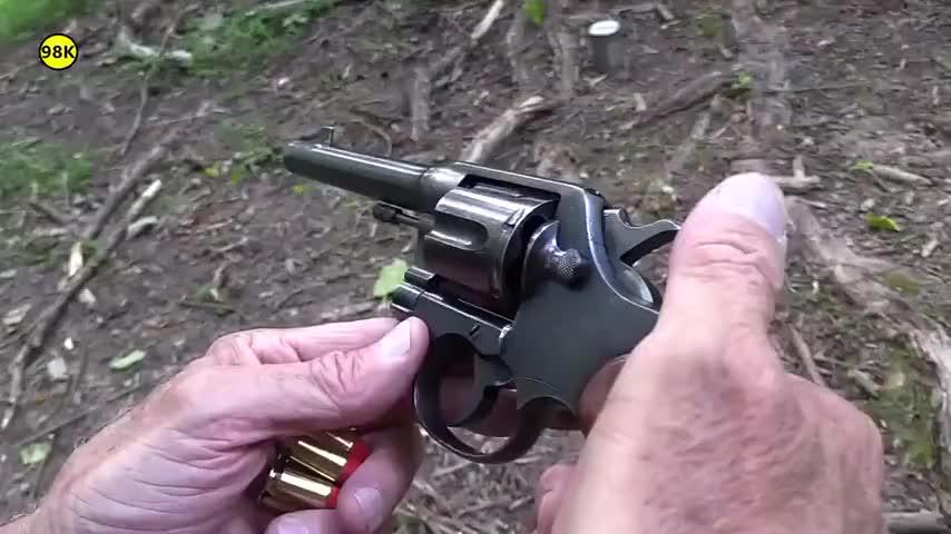 古董级别的柯尔特M1917左轮手枪, 户外射击评测