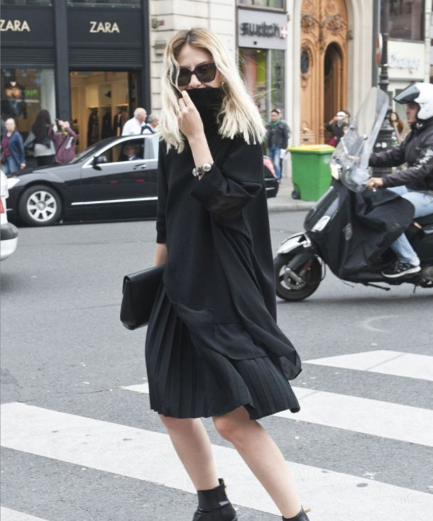 街拍小姐姐,图一小姐姐一身黑色搭配,帅气十足很时尚!