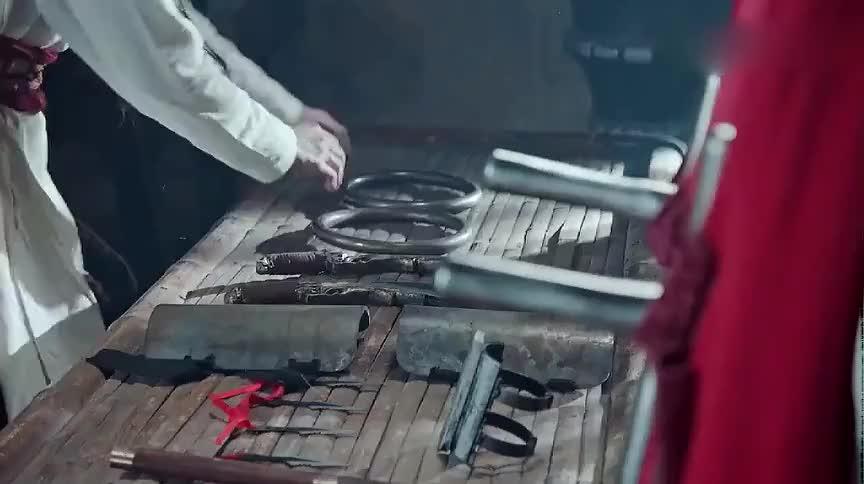 男子背剑还用刀,绝世高手疑惑不解,谁料此剑是兵器谱排行第一
