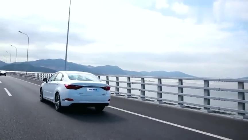 试驾北汽全新中型车绅宝智道,行驶质感柔滑,不过也有一个缺点