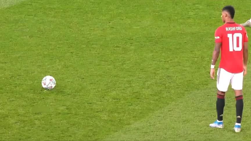 无视物理法则!足球史上不可思议的任意球破门 每一个都是经典