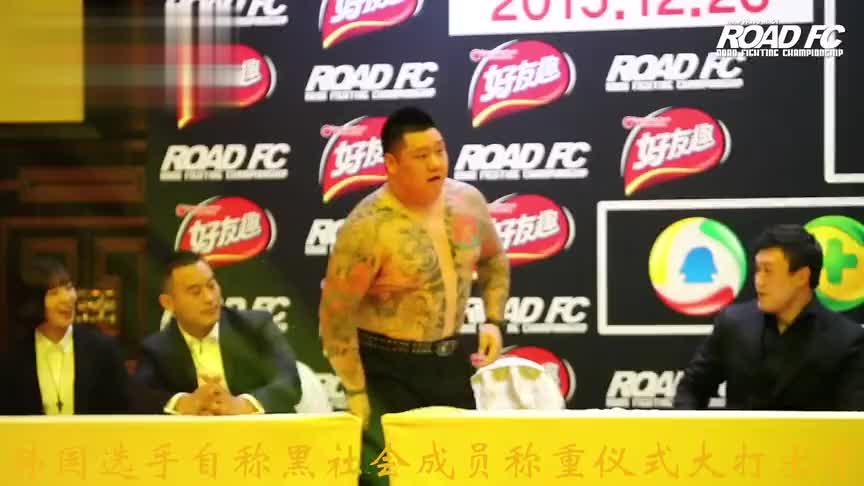 韩国黑社会赛前大打出手,被敖日格勒暴揍昏迷,裁判拉都拉不住!