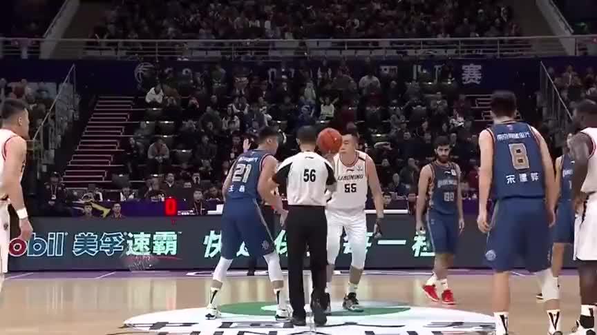 辽宁队20分惊天逆转,郭艾伦掀起翻盘攻势,一记天怒扣震惊全场