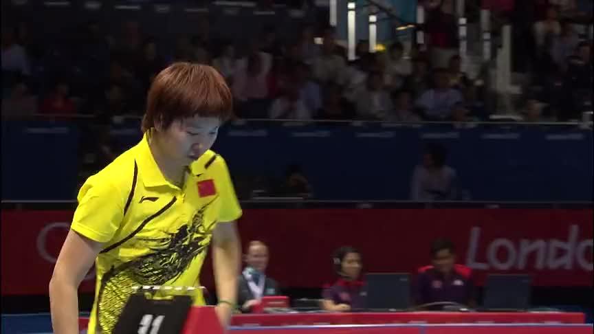 振臂高呼!面对日本一姐石川佳纯的反击,李晓霞打出了王者风范