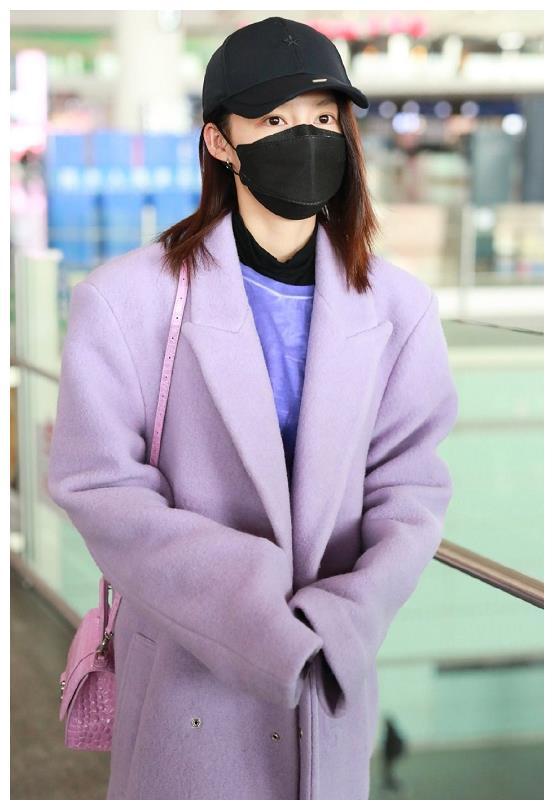 紫色长大衣一般人hold不住,明星也不例外