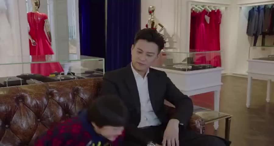 第一次看见子君穿礼服的样子,这身粉红色礼服好看,但鞋子不配