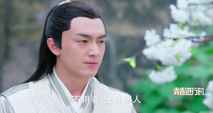 宇文玥阻止楚乔逃跑,不料被城防军发现,危急时刻二人还吵架