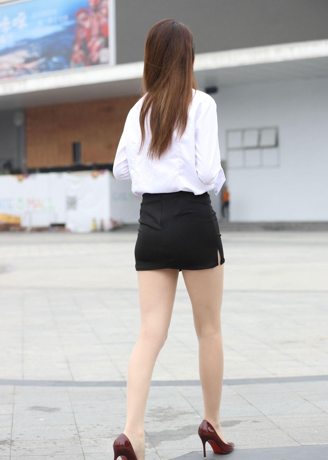 街拍:高颜值的好身材小姐姐,你喜欢吗?