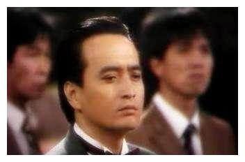 曾是银行职员,饰演反派走红,在家吐血暴瘦20磅后去世,享年62岁