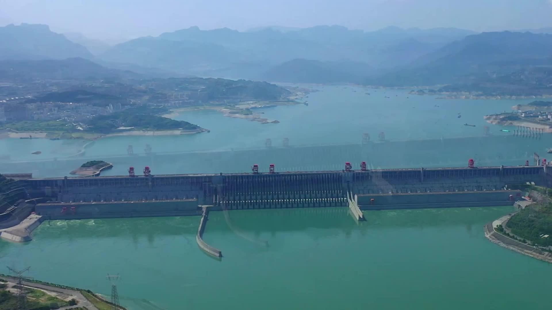三峡水电站泄洪时,为什么要把水喷向空中?看完真佩服中国设计师