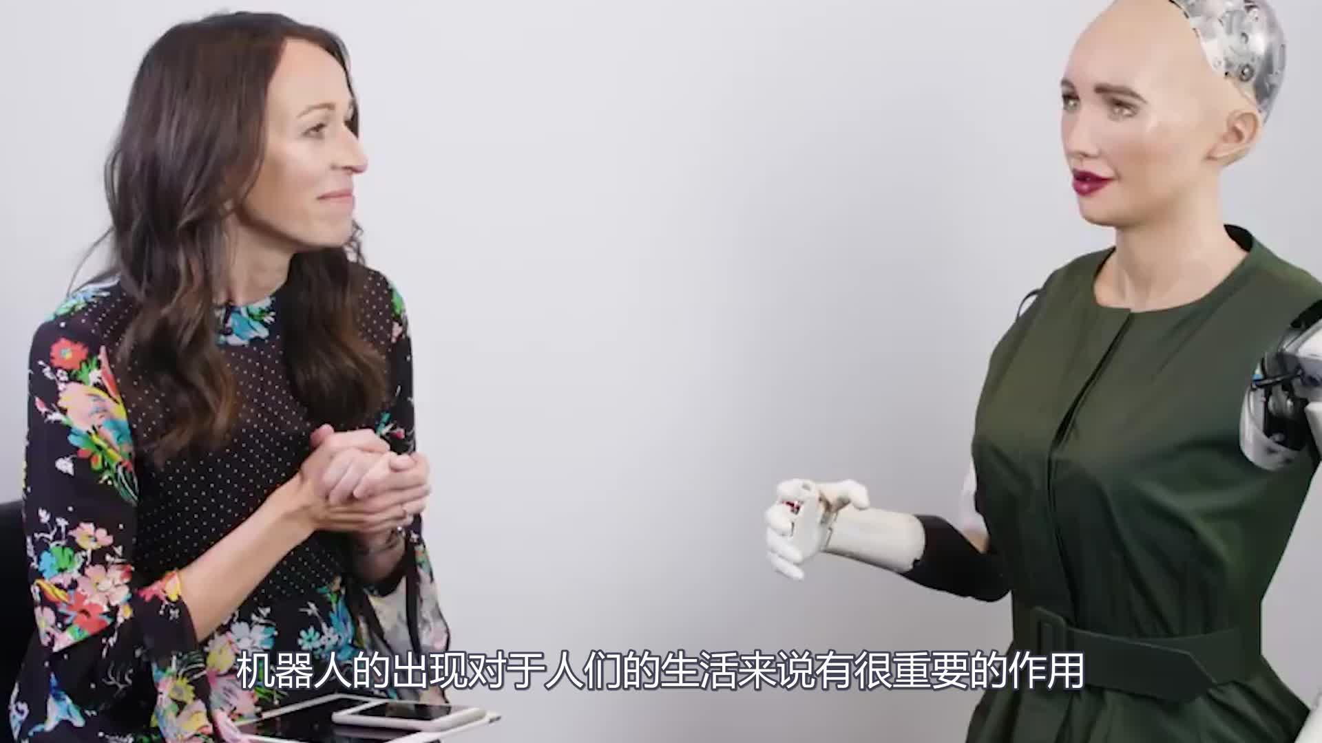 外国人用棍子殴打机器人!机器人奋起反击,反应让人后怕!