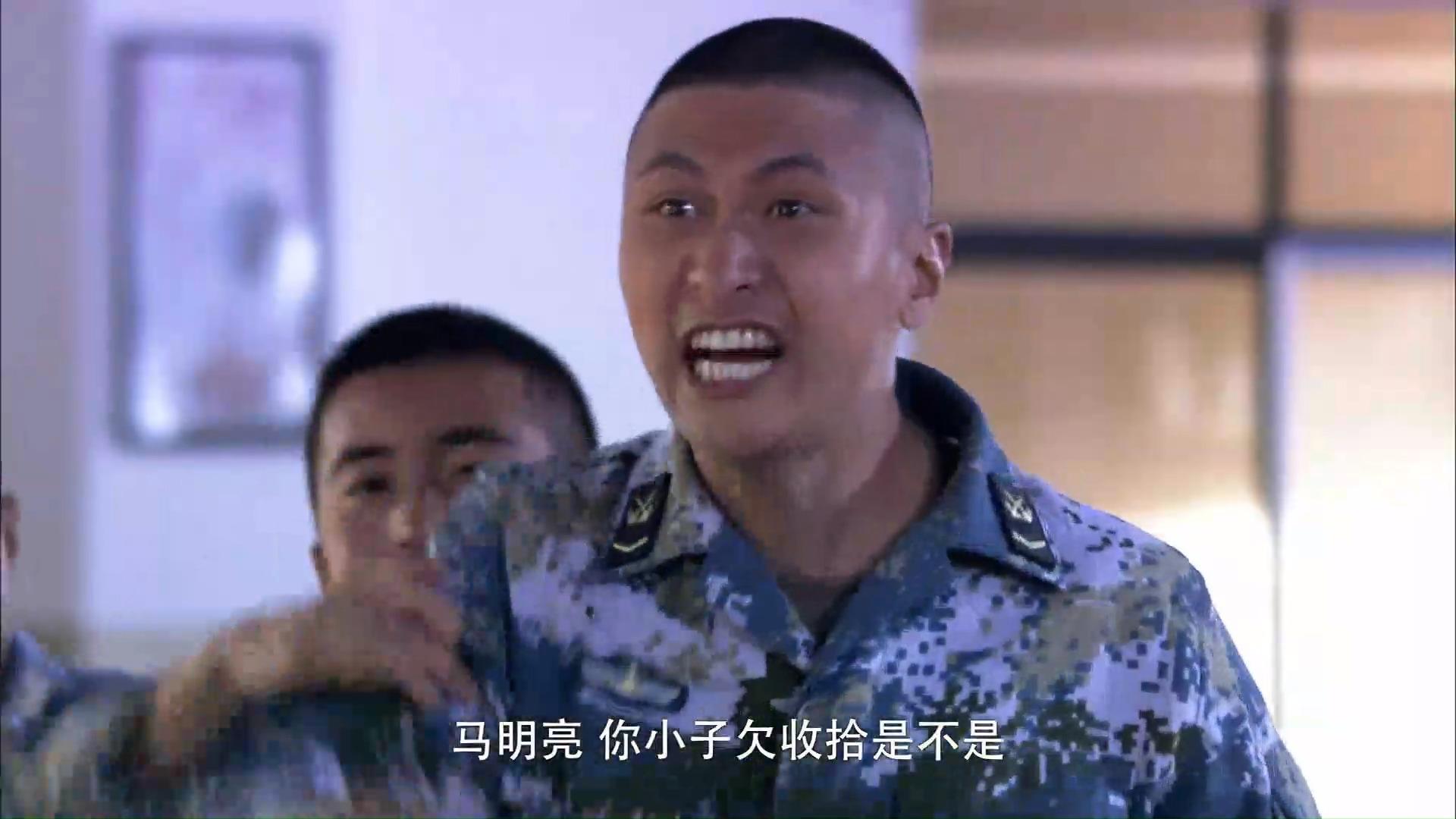 火蓝刀锋:士兵不懂火蓝匕首的特殊意义,竟然还起争执!