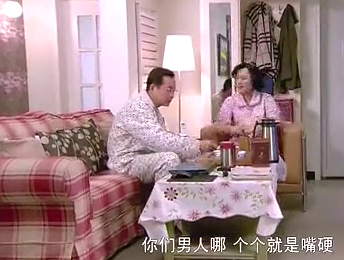 邻居夫妇吵架,妻子还去火上浇油,这下丈夫急了:你积点德行不行
