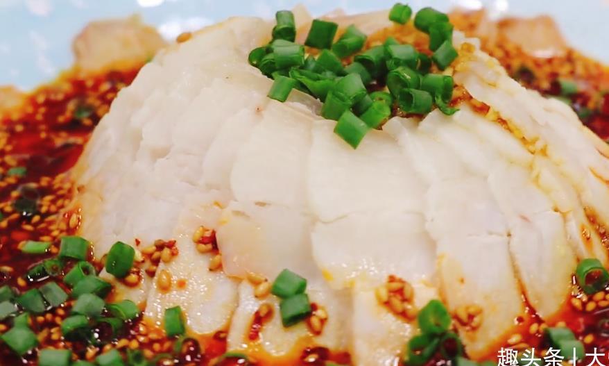 蒜泥白肉,川菜经典凉菜,做法简单,色香味俱全,一次两斤不够吃
