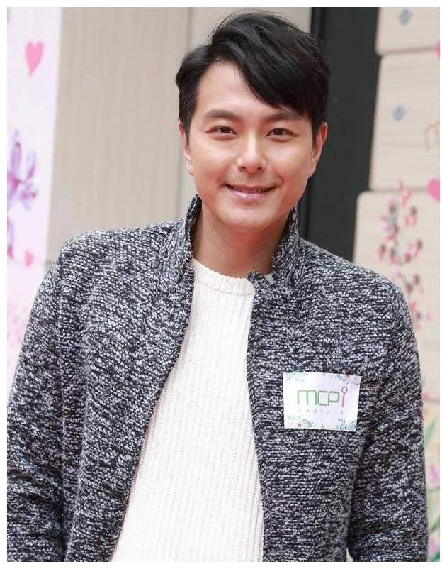 盘点TVB艺人入行前职业,从程序员到空姐,马德钟经常演自己