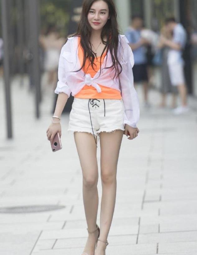 橘色和白色的搭配,为这个夏天带来一抹清凉