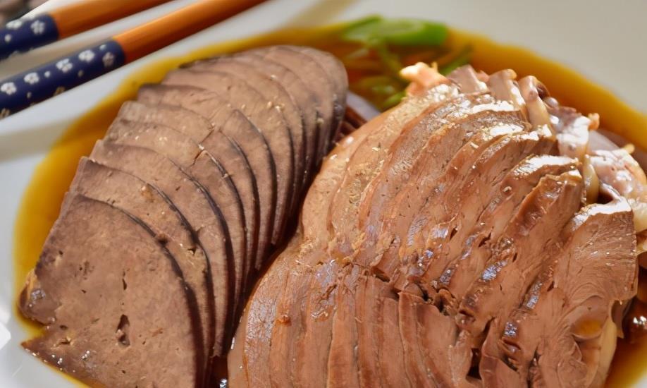 卤猪肝时,别直接就下锅,牢记1点小技巧,猪肝鲜嫩不老还无腥味