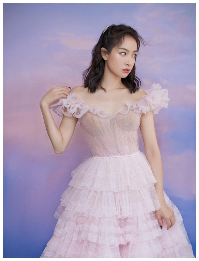 宋茜金鹰颁奖晚会造型,粉色公主裙甜美梦幻,33岁少女感爆棚