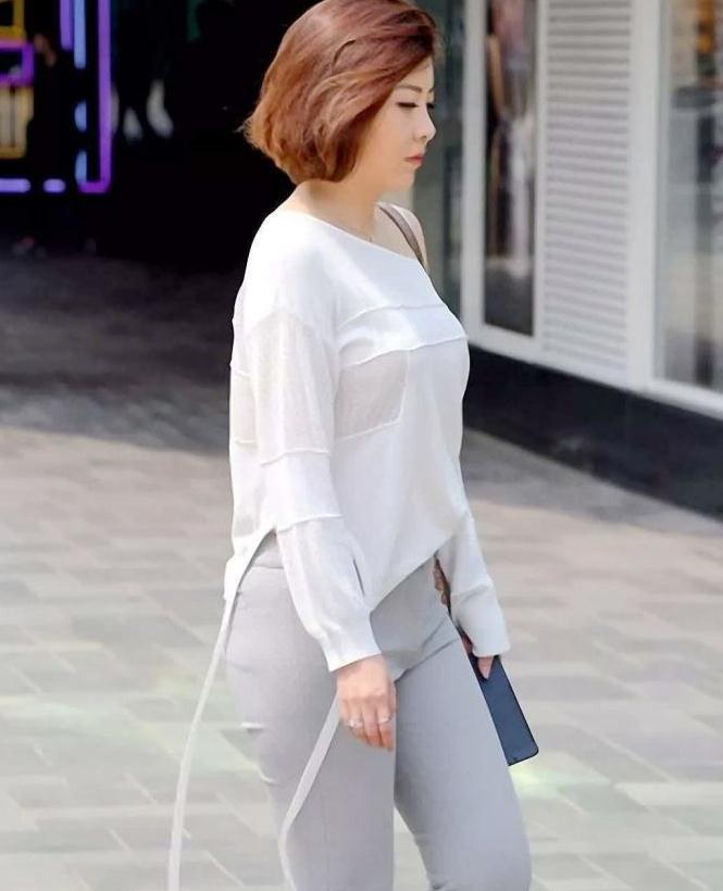 街拍,白色衬衫搭长裤,辣妈干练简约的穿搭出微胖的美