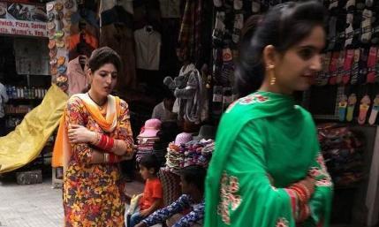 若与印度姑娘握个手,会有啥后果?导游:你将会非常后悔!