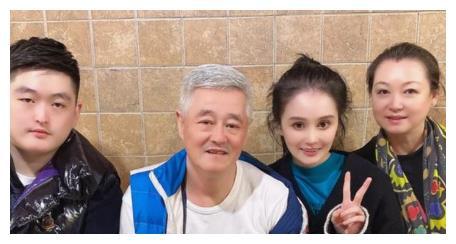 赵本山亲生儿子,12岁因病去世,如今同父异母弟弟将继承上亿家产