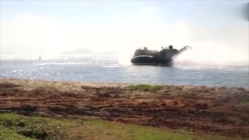 实拍美军气垫登陆艇两栖作战的必备之选