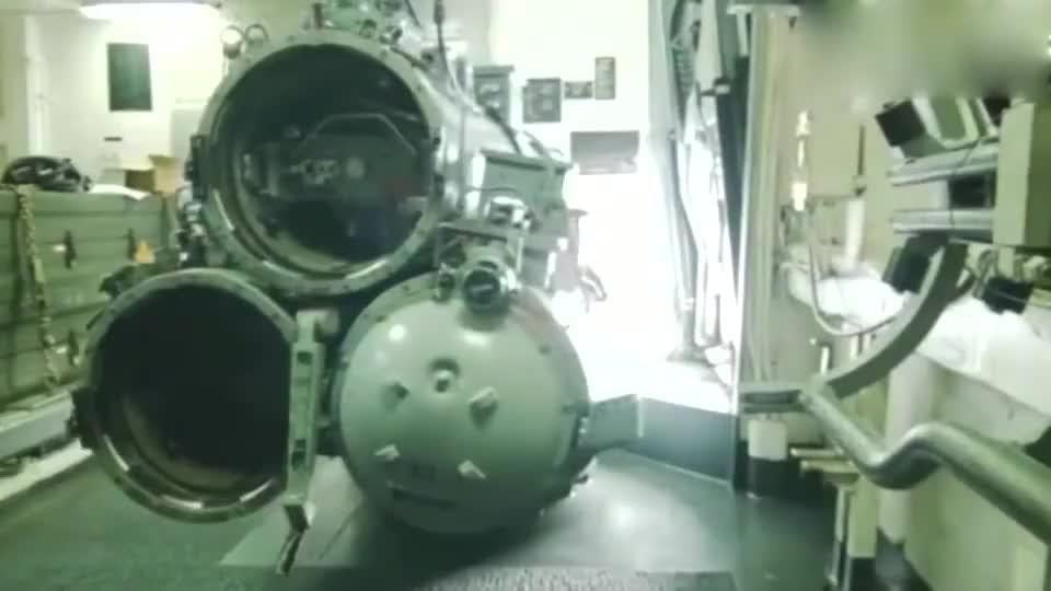 美海军船舰鱼雷管发射鱼雷攻击靶舰,威力有点猛啊