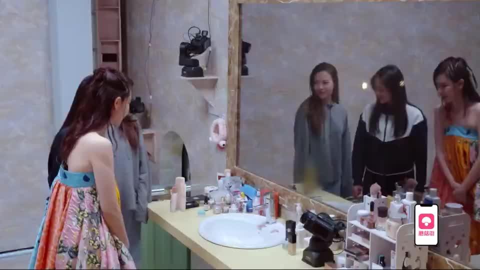 薇薇竟吃23种保养品?戚薇惊了一脸,跟吴昕真的有一拼了!