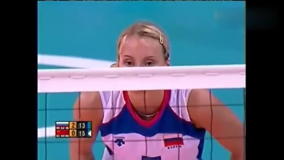 惊艳!申申尼娜传球给短了,索科洛娃顺势跑出4号位背飞球