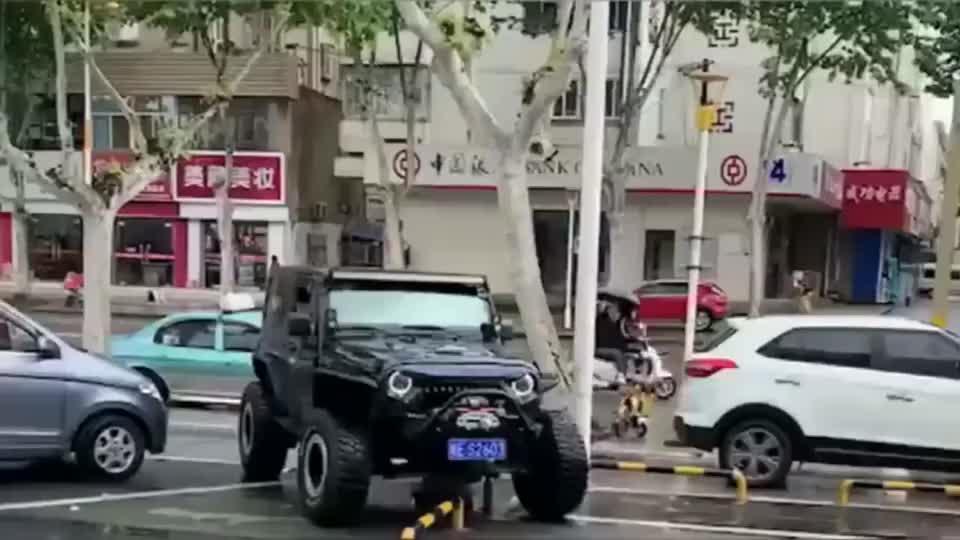 不走寻常路,兄dei咱差那点停车费吗?