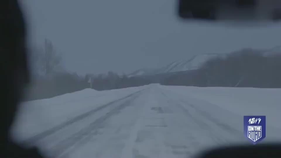 侣行:08车里没空调张昕宇雪驾七百公里,饱餐一顿麋鹿肉御寒除乏
