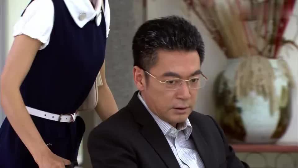 厉仲谋向俊因为吴桐争吵,谁知爸爸一出场,二人立马熄火!