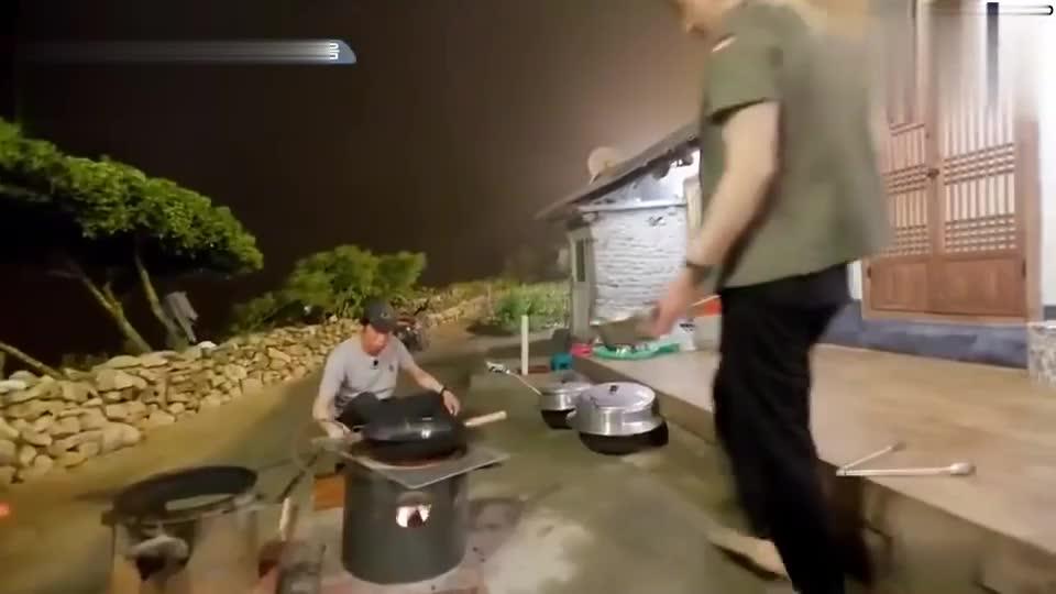 车胜元做辣炒章鱼,终于有丰盛食材了,吃得真香!
