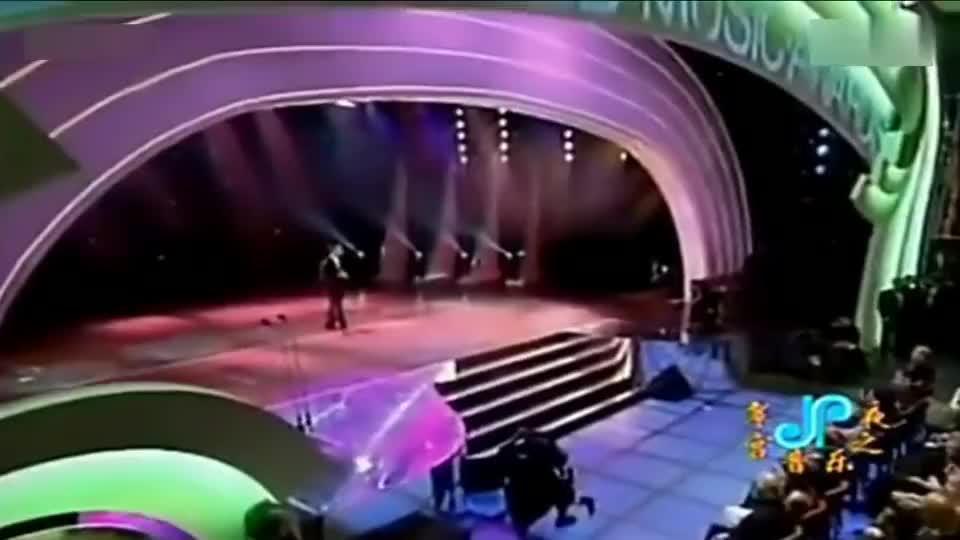 1996年张学友到美国演出,连台下的迈克尔·杰克逊都为他鼓掌喝彩