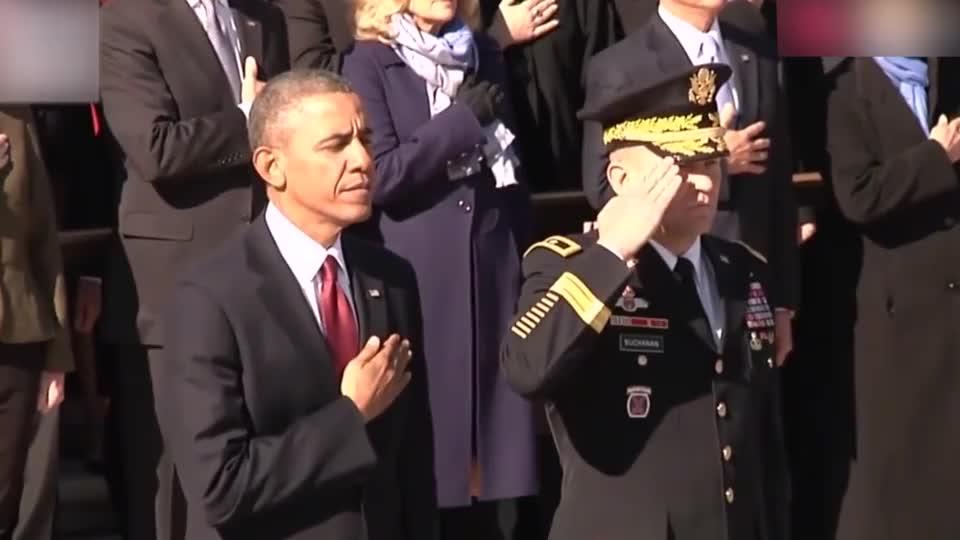 奥巴马总统参加退伍军人仪式,看这严肃的态度,相比老特好多了!