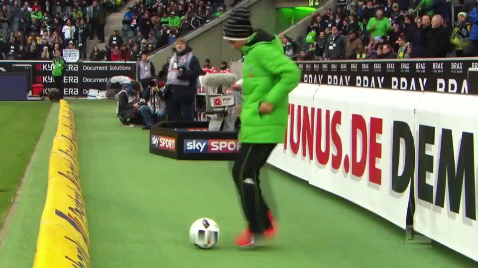 球场上也有无聊的时候,看看这些球童们搞笑瞬间