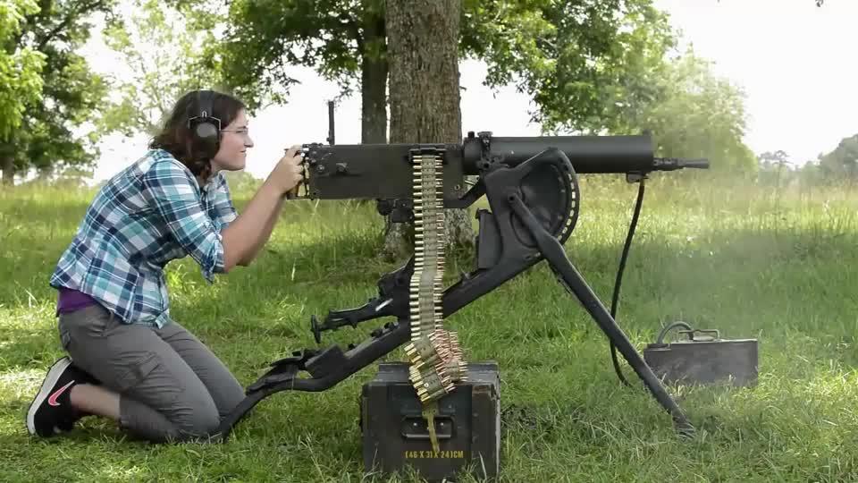 采用帆布式弹链供弹:MG08水冷式马克沁重机枪靶场实弹射击评测