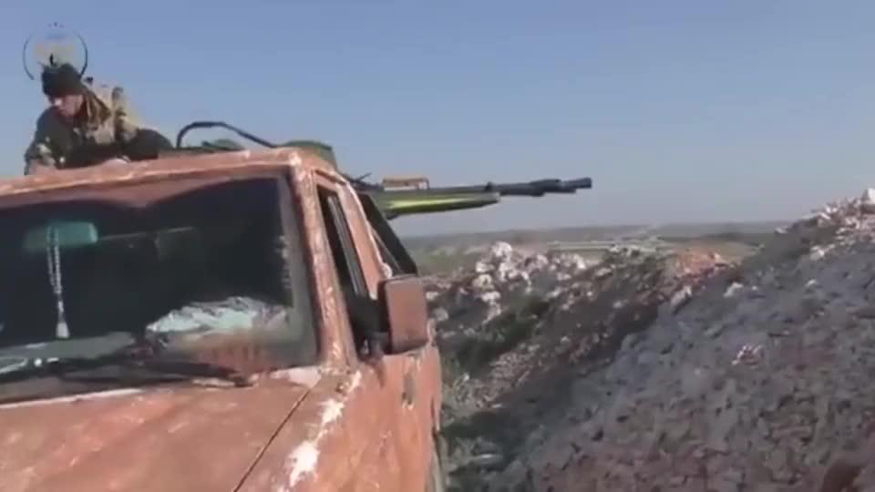 叙利亚战场上的标配,皮卡车上装机枪,火力超级猛!