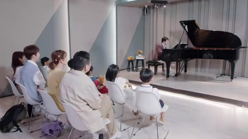 郎朗给孩子们弹钢琴,陈宥维高秋梓陈建斌都陶醉了,太好听!